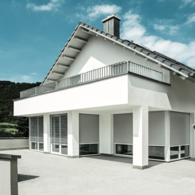 Einfamilienhaus-mit-INTEGO-Vorbaurollladen